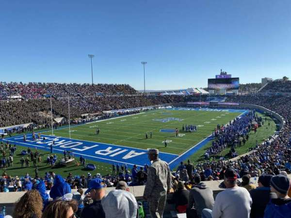 Falcon Stadium, secção: M15, fila: K, lugar: 1