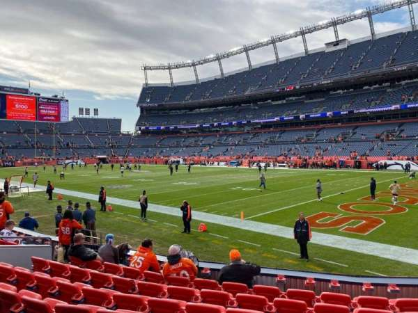 Empower Field at Mile High Stadium, secção: 118, fila: 8, lugar: 15