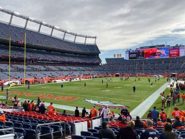 Empower Field at Mile High Stadium, secção: 111, fila: 15, lugar: 17