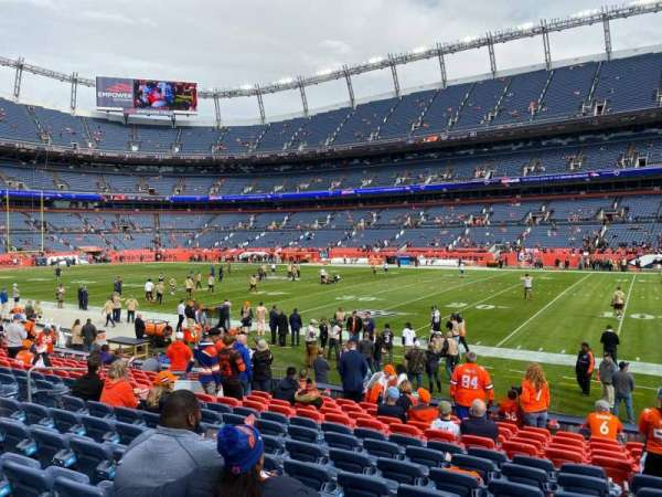 Empower Field at Mile High Stadium, secção: 102, fila: 13, lugar: 10