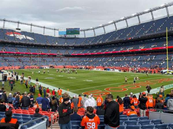 Empower Field at Mile High Stadium, secção: 135, fila: 14, lugar: 21