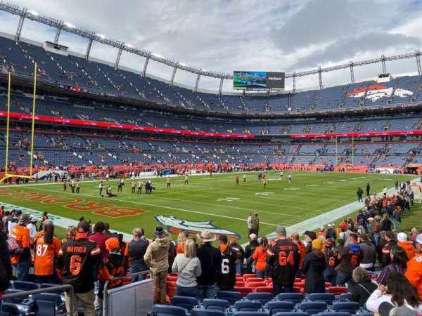 Empower Field at Mile High Stadium, secção: 129, fila: 13, lugar: 6