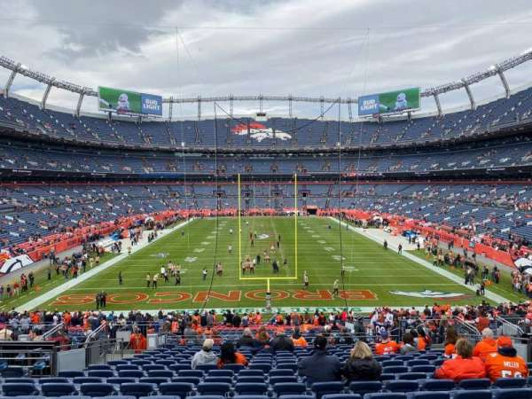 Empower Field at Mile High Stadium, secção: 132, fila: 40, lugar: 15