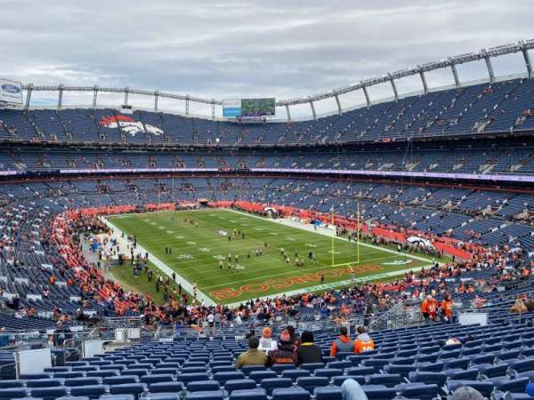 Empower Field at Mile High Stadium, secção: 235, fila: 22, lugar: 20