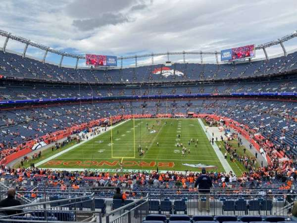 Empower Field at Mile High Stadium, secção: 231, fila: 11, lugar: 12
