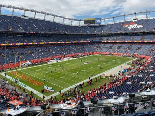 Empower Field at Mile High Stadium, secção: 345, fila: 9, lugar: 10