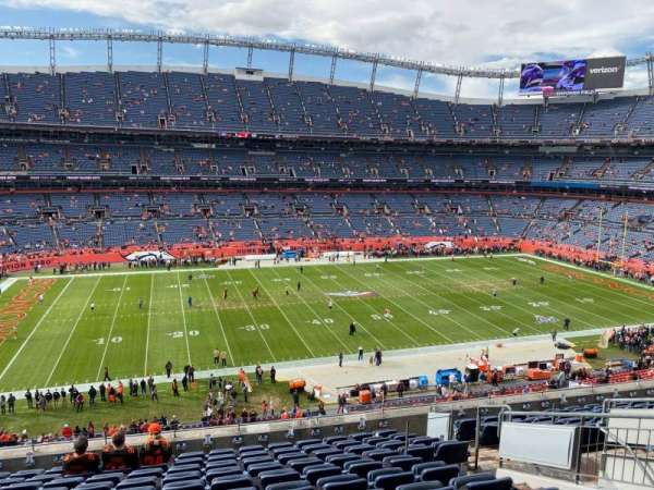 Empower Field at Mile High Stadium, secção: 340, fila: 12, lugar: 8