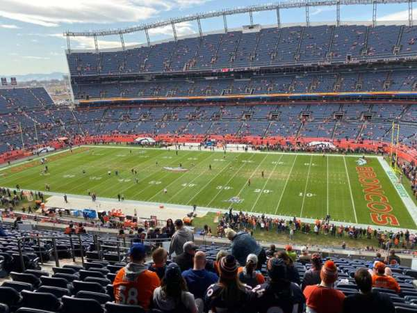 Empower Field at Mile High Stadium, secção: 333, fila: 18, lugar: 9