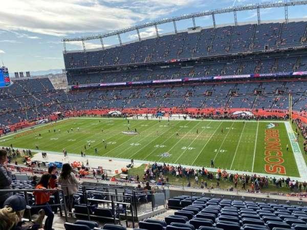 Empower Field at Mile High Stadium, secção: 332, fila: 15, lugar: 9