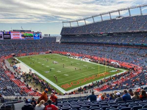 Empower Field at Mile High Stadium, secção: 327, fila: 14, lugar: 14