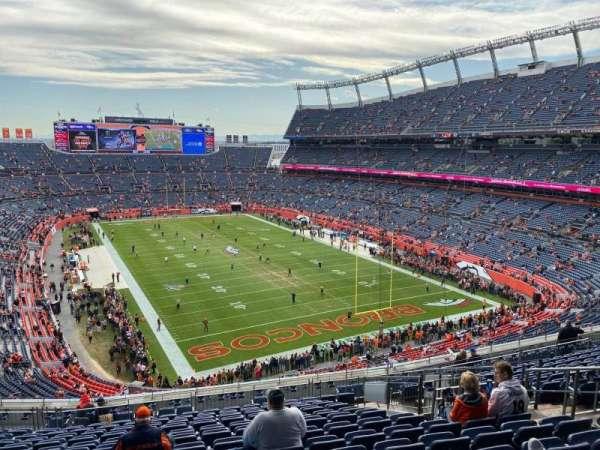 Empower Field at Mile High Stadium, secção: 326, fila: 17, lugar: 9