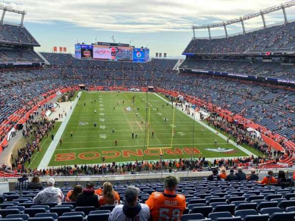 Empower Field at Mile High Stadium, secção: 324, fila: 13, lugar: 15