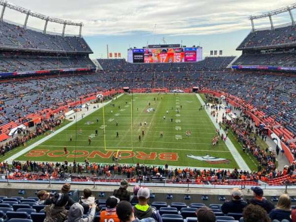 Empower Field at Mile High Stadium, secção: 322, fila: 8, lugar: 10