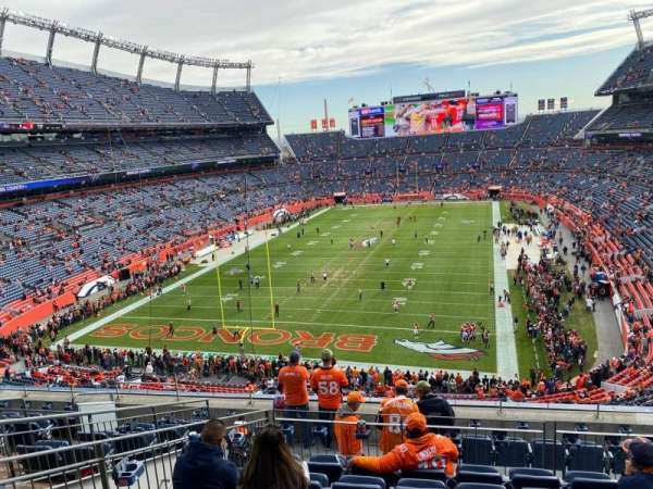 Empower Field at Mile High Stadium, secção: 321, fila: 10, lugar: 12