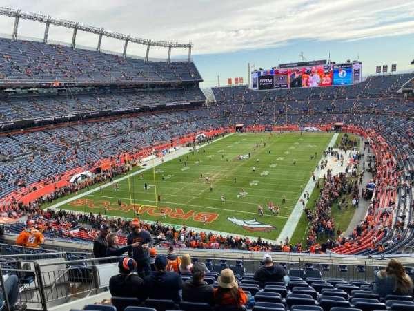 Empower Field at Mile High Stadium, secção: 320, fila: 13, lugar: 14