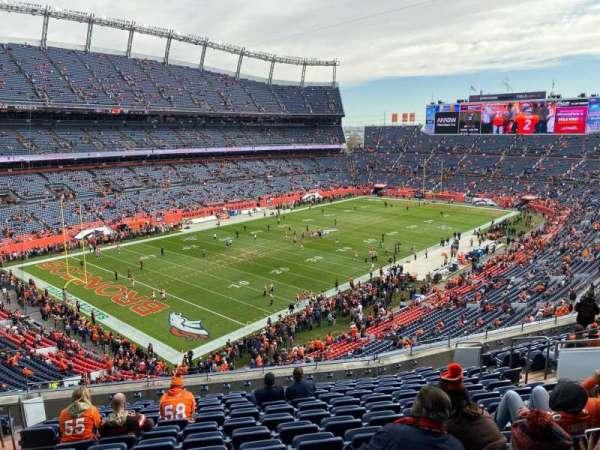 Empower Field at Mile High Stadium, secção: 317, fila: 13, lugar: 15
