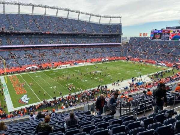 Empower Field at Mile High Stadium, secção: 315, fila: 15, lugar: 9