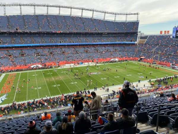 Empower Field at Mile High Stadium, secção: 313, fila: 17, lugar: 2