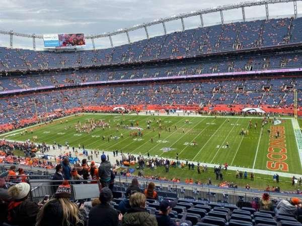 Empower Field at Mile High Stadium, secção: 304, fila: 13, lugar: 5