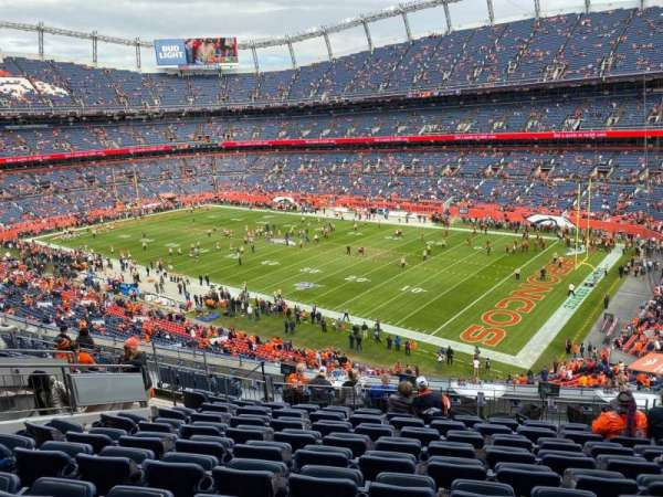 Empower Field at Mile High Stadium, secção: 313, fila: 13, lugar: 9