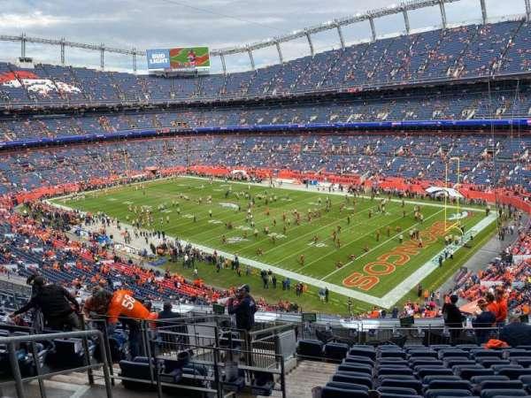 Empower Field at Mile High Stadium, secção: 301, fila: 14, lugar: 17