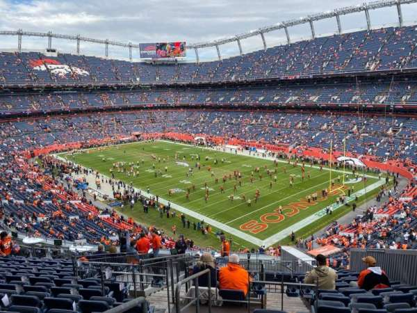 Empower Field at Mile High Stadium, secção: 300, fila: 16, lugar: 8