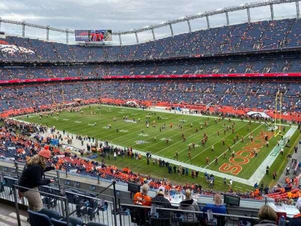 Empower Field at Mile High Stadium, secção: 302, fila: 8, lugar: 8