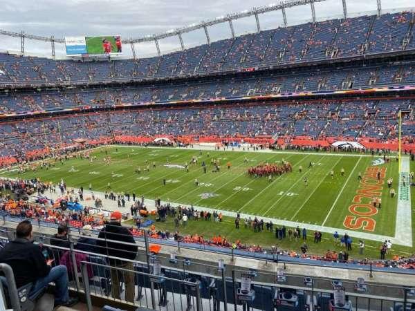 Empower Field at Mile High Stadium, secção: 303, fila: 7, lugar: 10