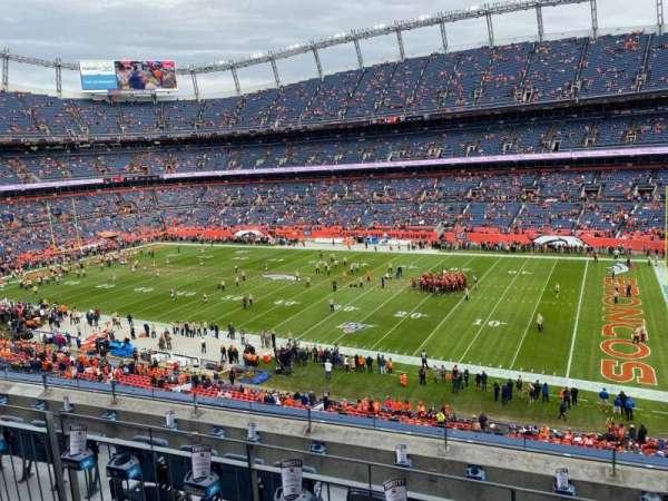 Empower Field at Mile High Stadium, secção: 304, fila: 6, lugar: 5