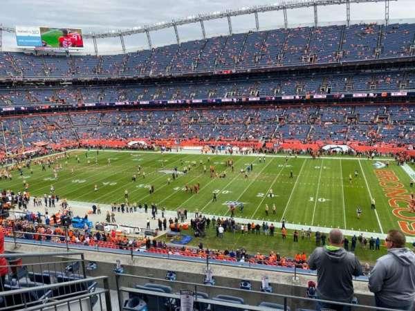 Empower Field at Mile High Stadium, secção: 305, fila: 6, lugar: 6