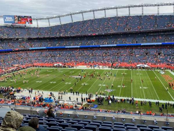 Empower Field at Mile High Stadium, secção: 306, fila: 9, lugar: 3