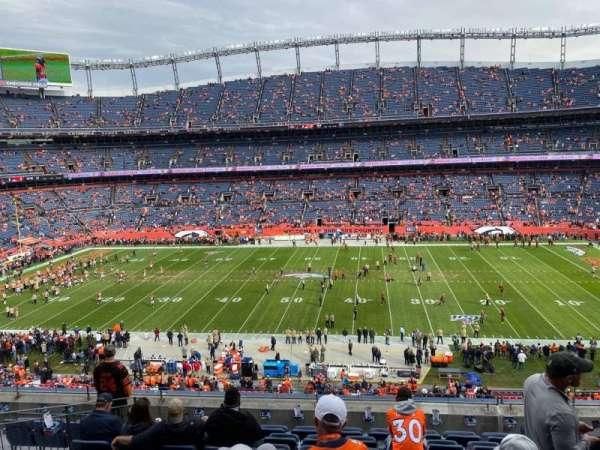 Empower Field at Mile High Stadium, secção: 308, fila: 9, lugar: 5