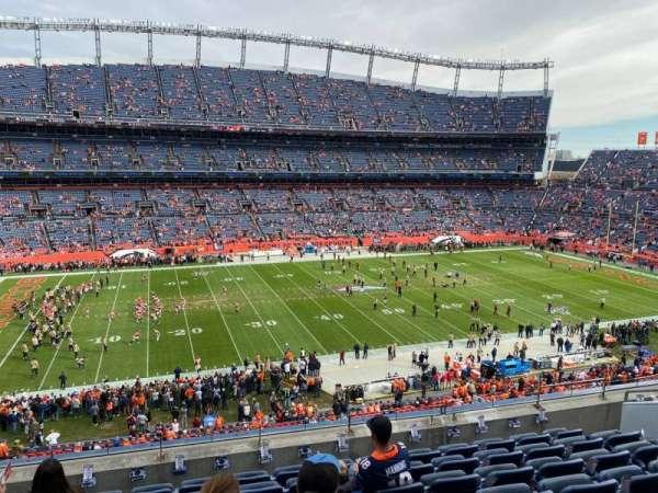 Empower Field at Mile High Stadium, secção: 312, fila: 8, lugar: 8