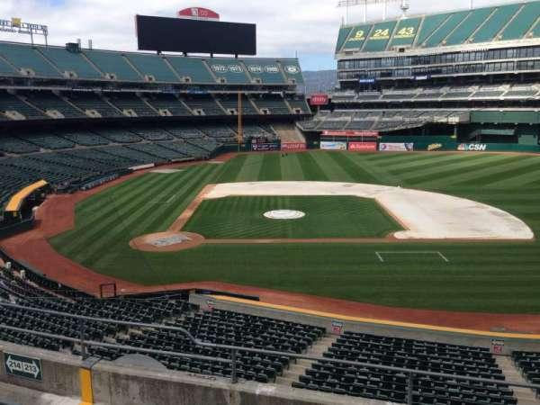 Oakland Coliseum, secção: 213, fila: 3
