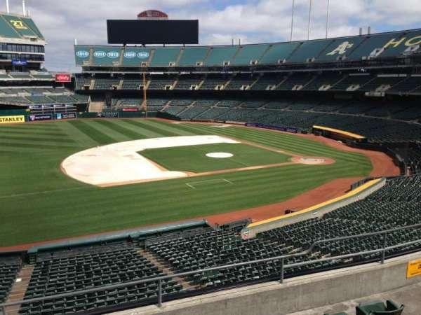 Oakland Coliseum, secção: 224, fila: 3