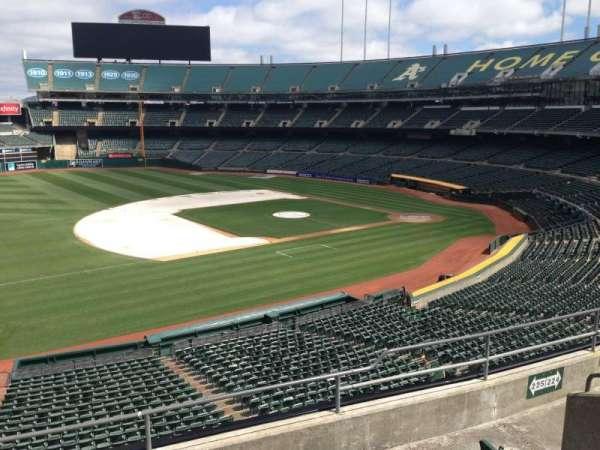 Oakland Coliseum, secção: 225, fila: 3