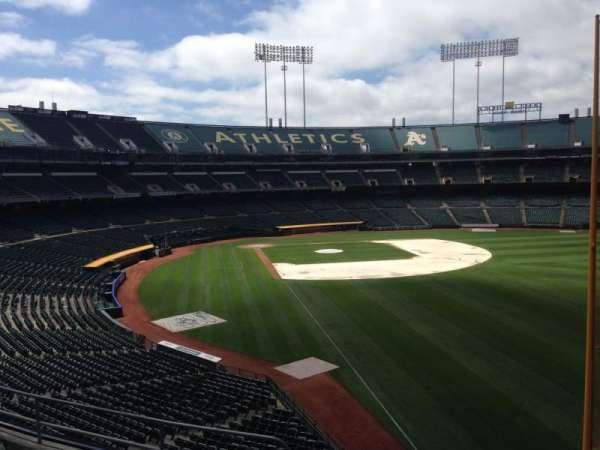 Oakland Coliseum, secção: 203, fila: 3
