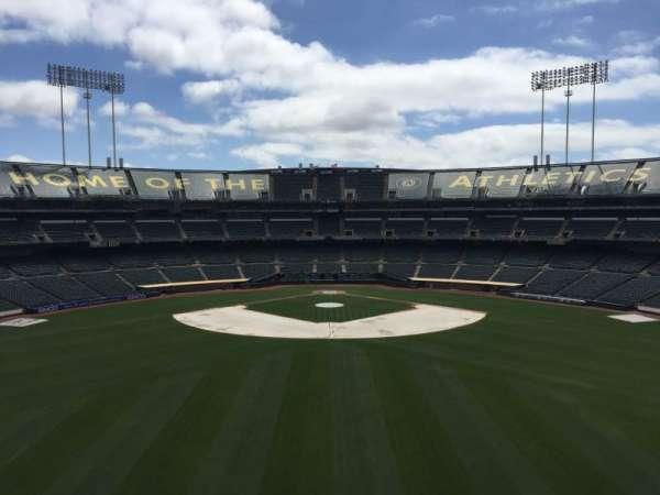 Oakland Coliseum, secção: 242, fila: 2