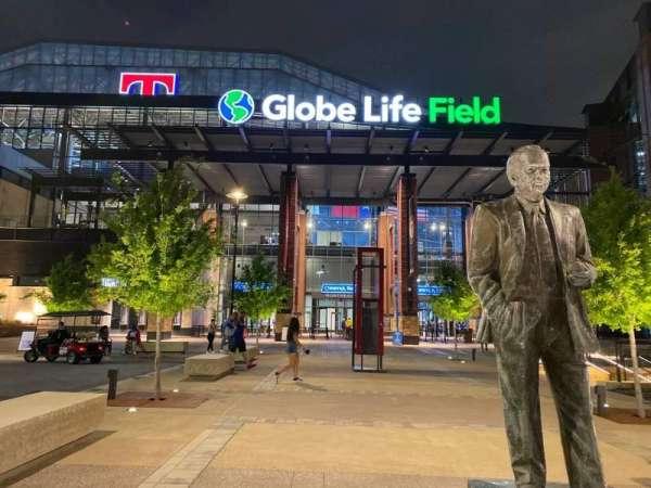 Globe Life Field, secção: Comerica Northeast Entry