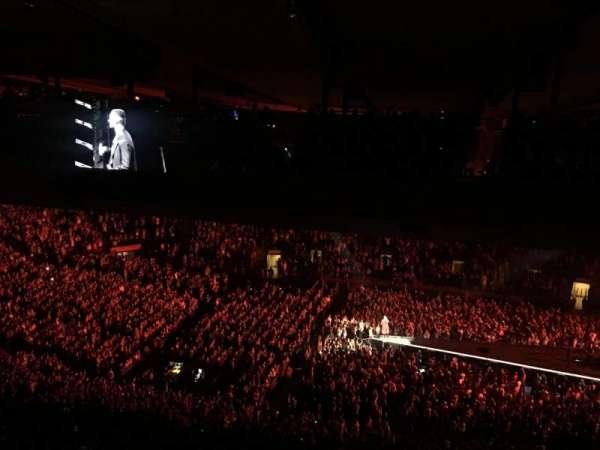 Madison Square Garden, secção: 212, fila: B25, lugar: 1