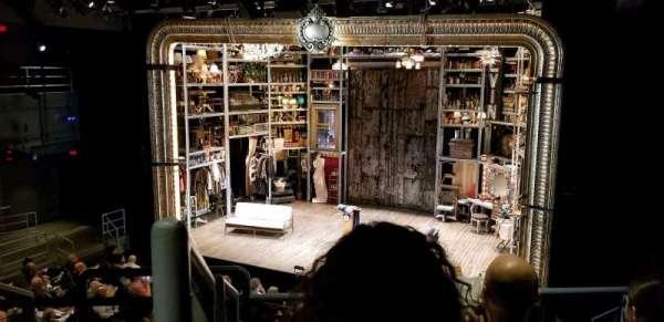Laura Pels Theatre, secção: Rear Mezz, fila: CC, lugar: 2
