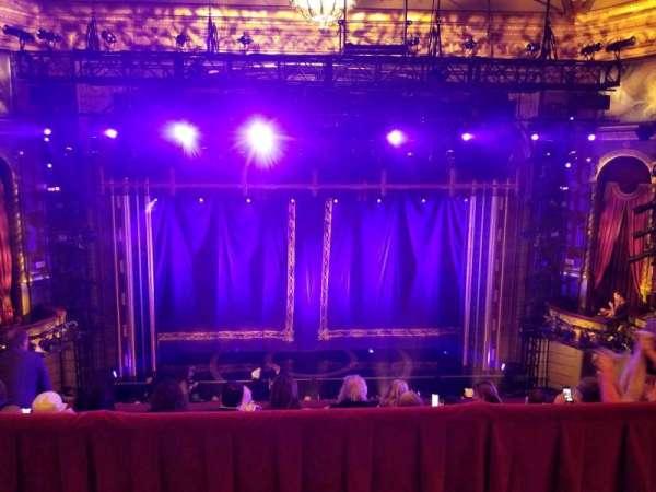 Brooks Atkinson Theatre, secção: Rear Mezzanine LC, fila: E, lugar: 115