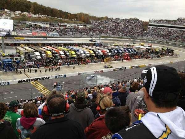 Martinsville Speedway, secção: H, fila: 42, lugar: 22