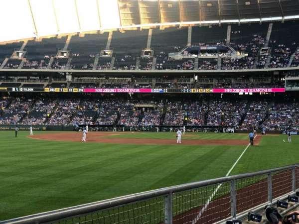 Kauffman Stadium, secção: 108, fila: J, lugar: 14