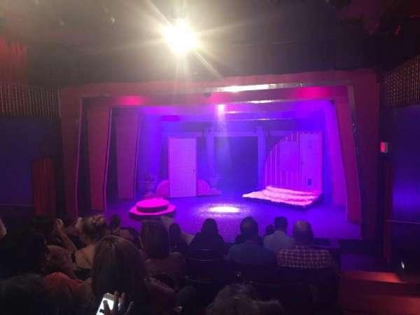 Ovation Theatre, secção: GA, fila: G, lugar: 9