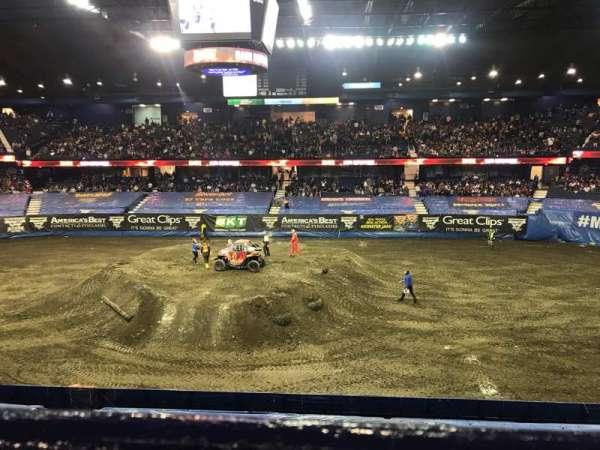 Allstate Arena, secção: 210, fila: A, lugar: 19