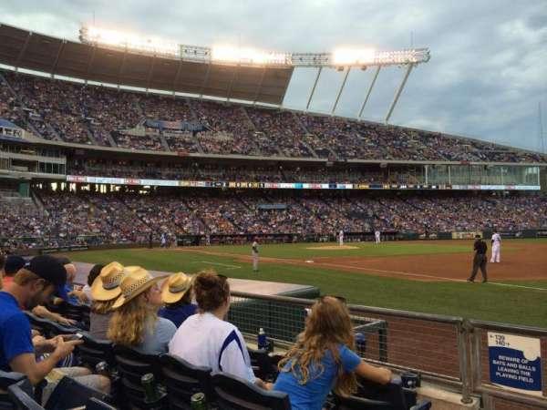 Kauffman Stadium, secção: 140, fila: D, lugar: 1