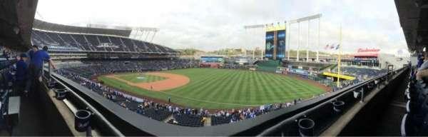 Kauffman Stadium, secção: 322, fila: A, lugar: 4