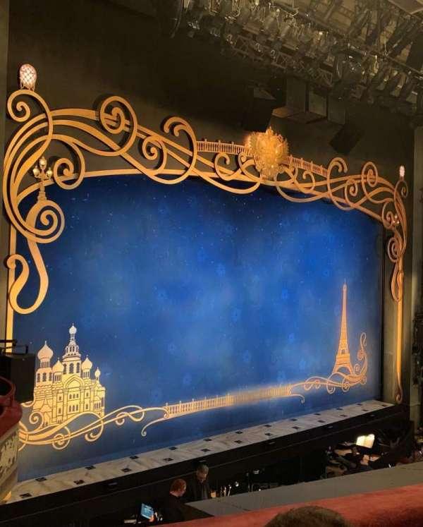 Broadhurst Theatre, secção: Mezzanine L, fila: B, lugar: 3
