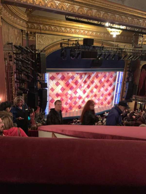 Brooks Atkinson Theatre, secção: Rear Mezzanine L, fila: H, lugar: 11